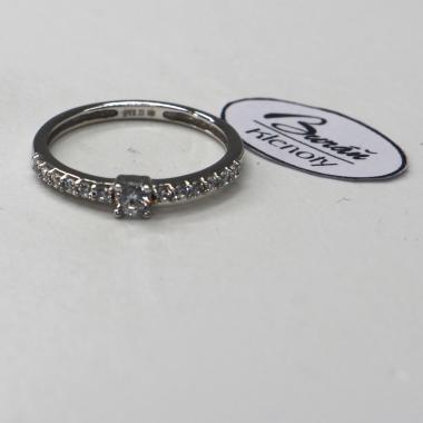 Prsten Pattic z bílého zlata se středovým zirkonem a zirkony AU 585/000 1,62 gr, PR395143605B